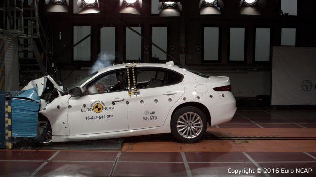 Alfa Romeo Giulia, crash test a cinque stelle: sicurezza al top [FOTO e VIDEO]