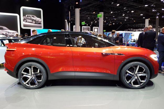 Volkswagen I.D. Crozz Concept: mostrato al Salone di Francoforte 2017 il crossover elettrico [FOTO]