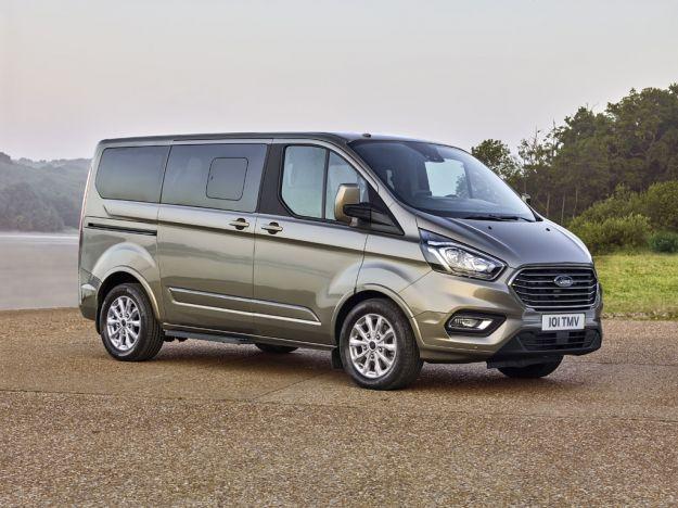 Ford Tourneo Custom 2018: il restyling punta su comfort ed efficienza [FOTO]