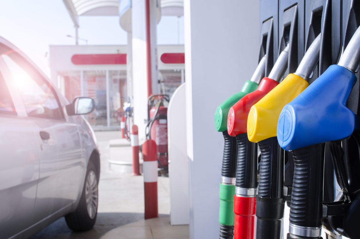L'UE potrebbe fissare la data di fine della vendita di auto a benzina o diesel