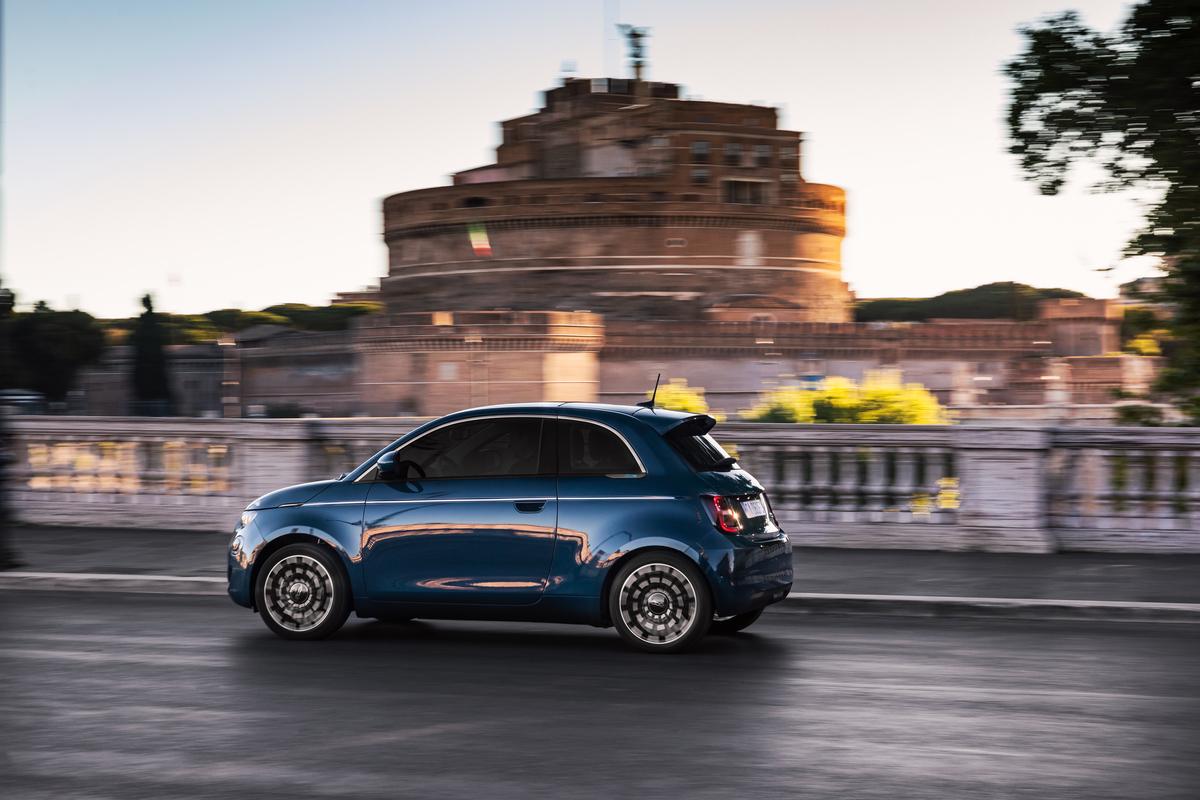 """Ancora un premio per Fiat 500, l'elettrica vince il """"Red Dot Award 2020"""""""
