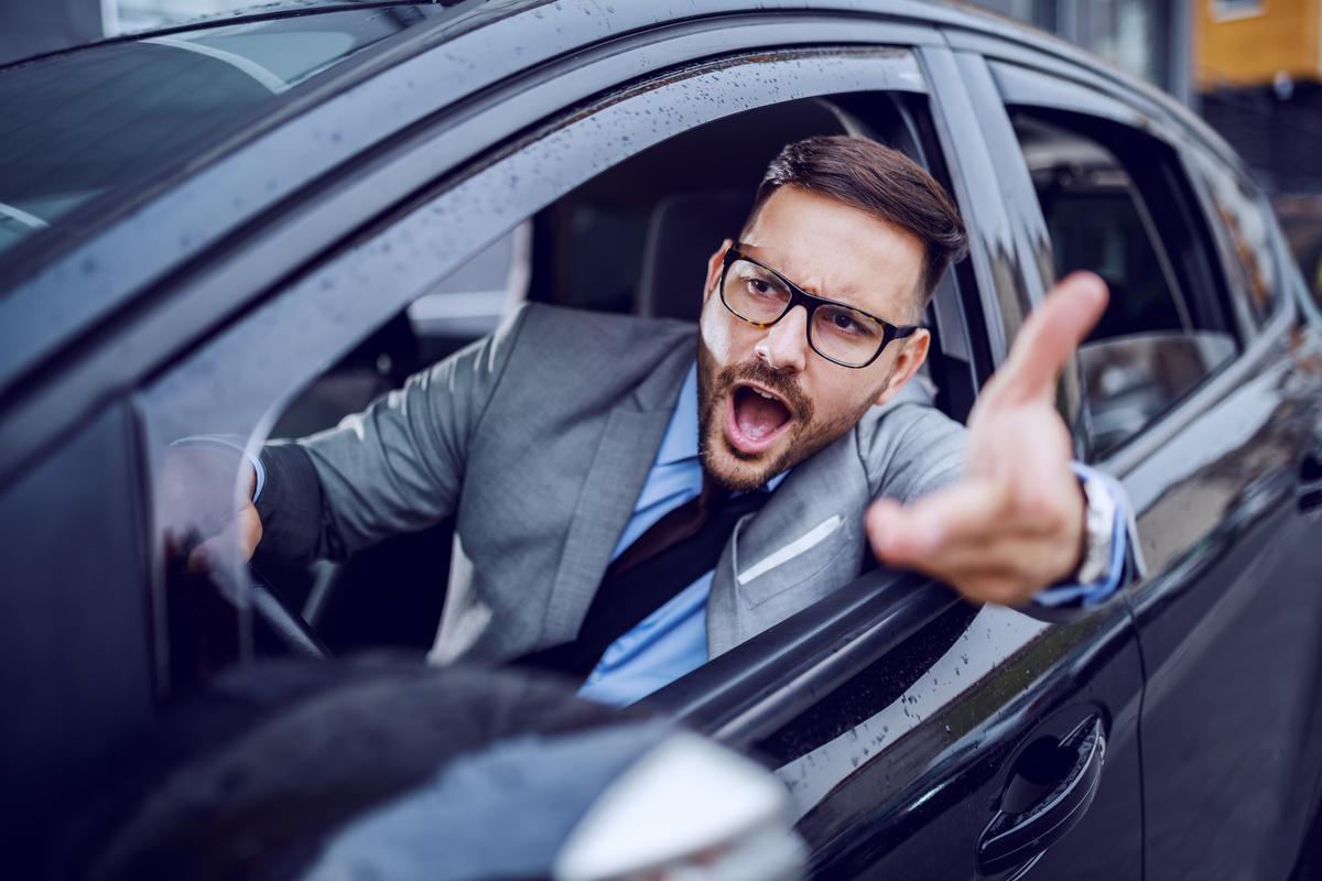 Francesi irascibili, inglesi prudenti: pregi e difetti degli automobilisti europei alla guida