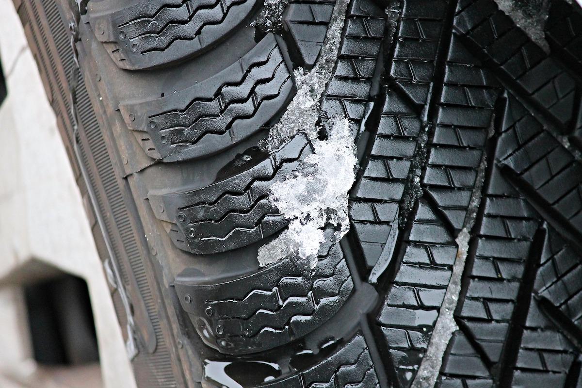 pneumatico gomma ghiaccio inverno