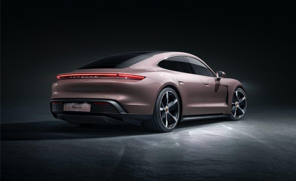 Porsche Taycan profilo posteriore