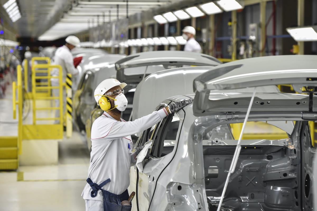 catena di montaggio fabbrica auto fca fiat