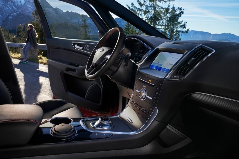 interni Ford S-Max hybrid