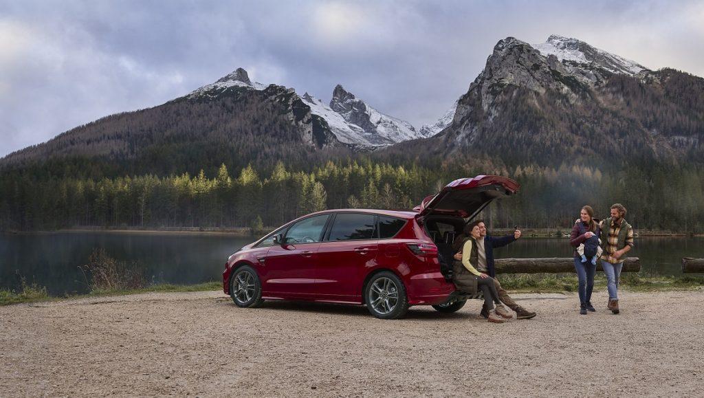 nuova Ford S-Max Hybrid