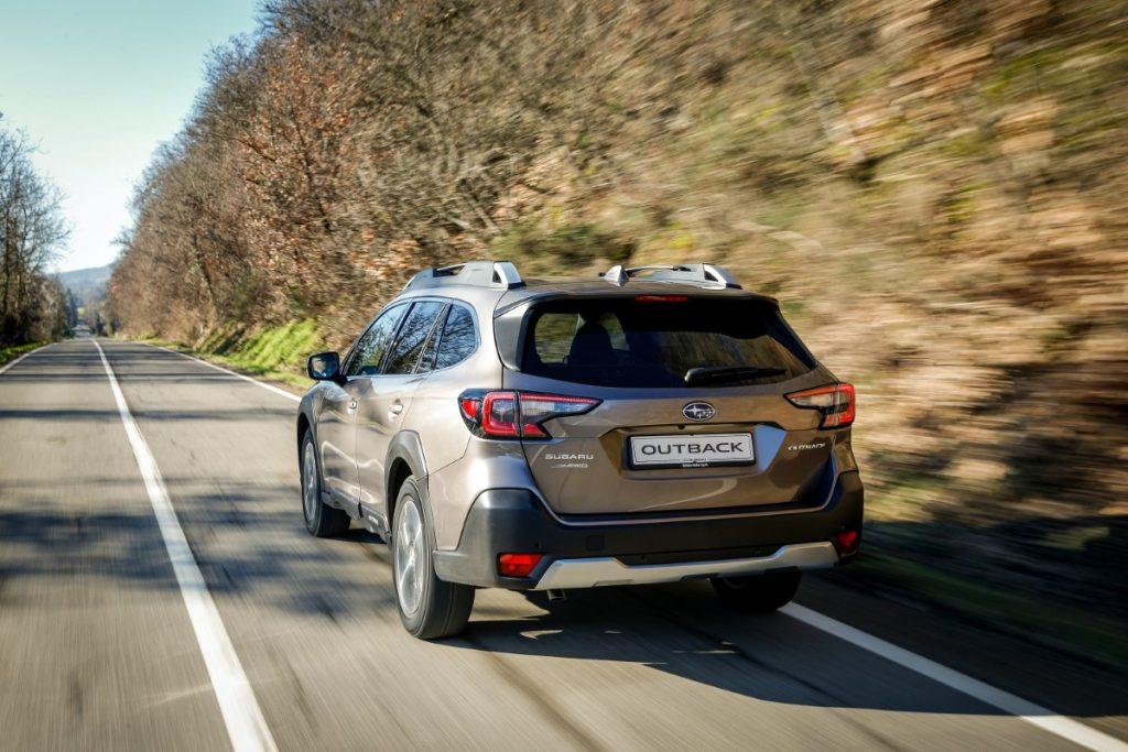 nuova Subaru Outback vista posteriore