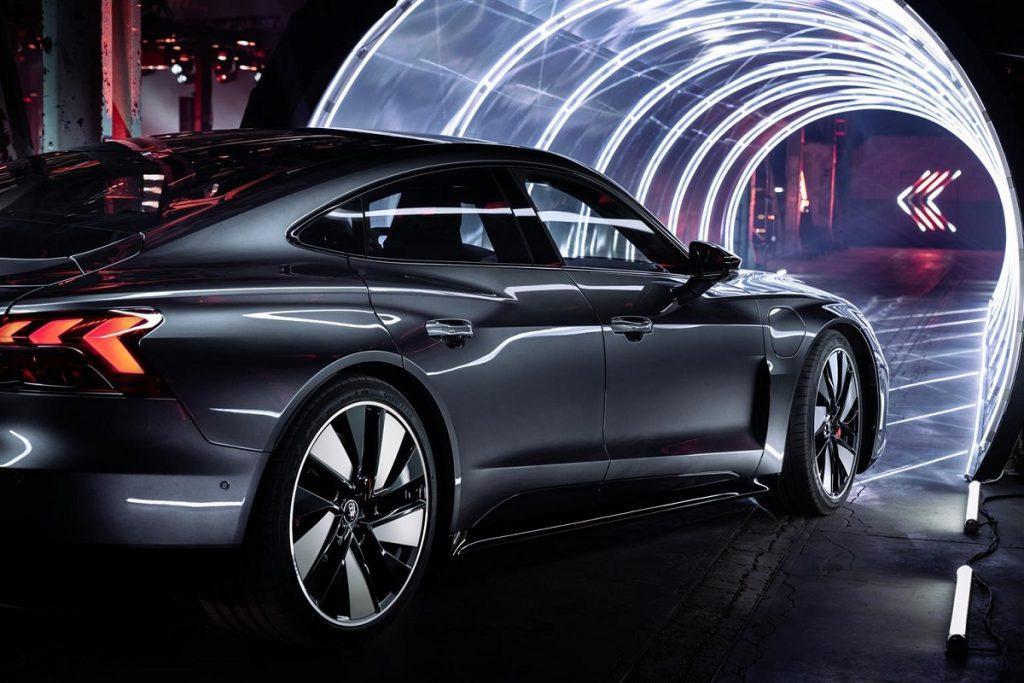 Audi e-tron GT durante l'unveling a Cortina