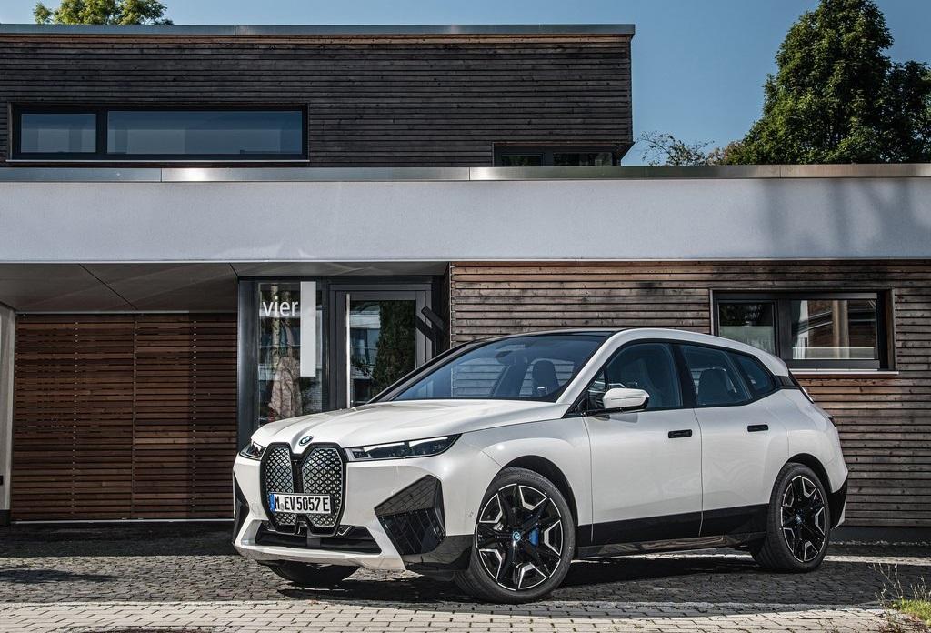 BMW-iX_xDrive50-profilo-anteriore