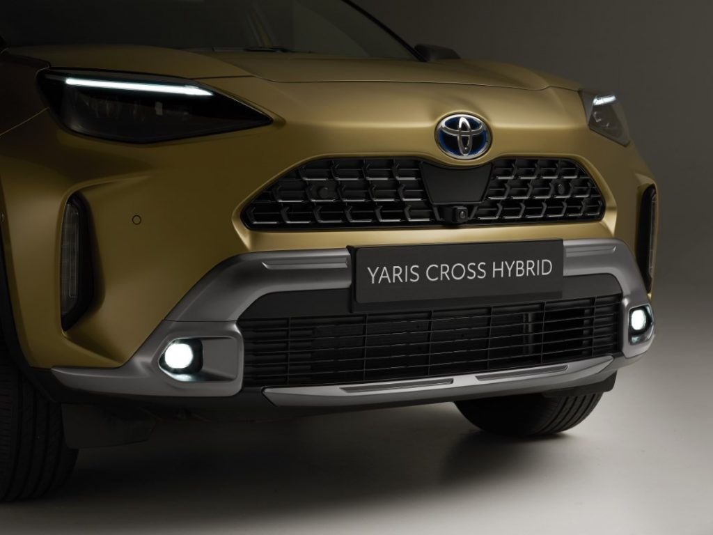 Toyota Yaris Cross Premiere fari a LED