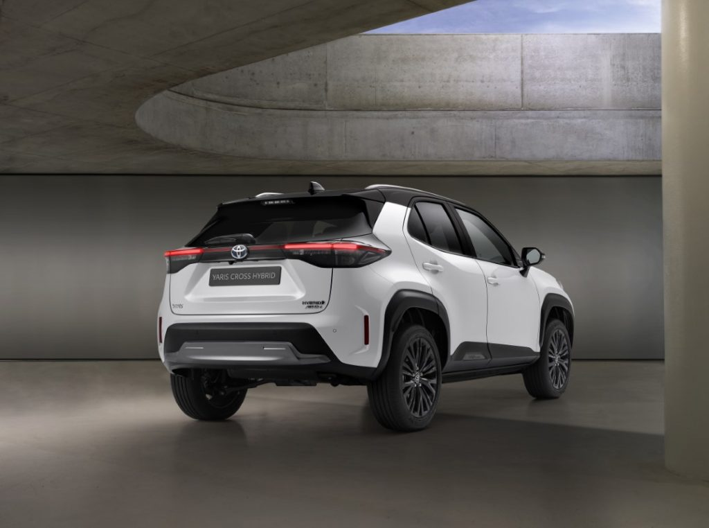 Toyota Yaris Cross Adventure posteriore