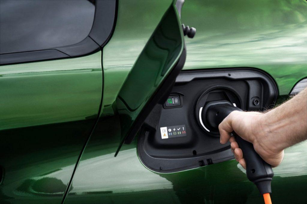 nuova Peugeot 308 ricarica elettrica