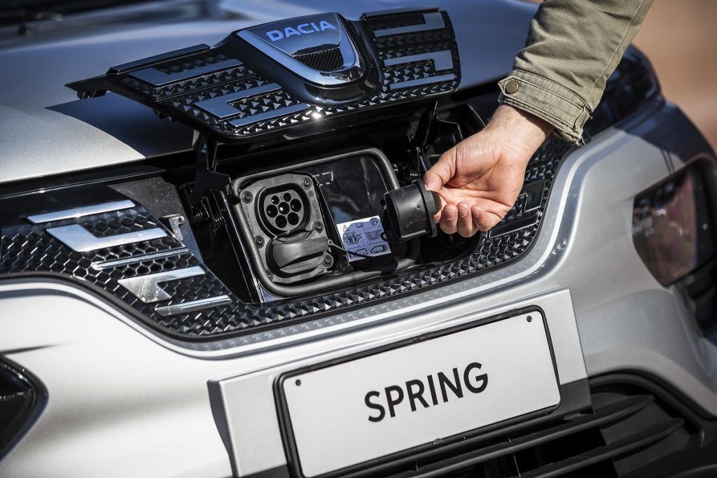 Dacia Spring ricarica elettrica