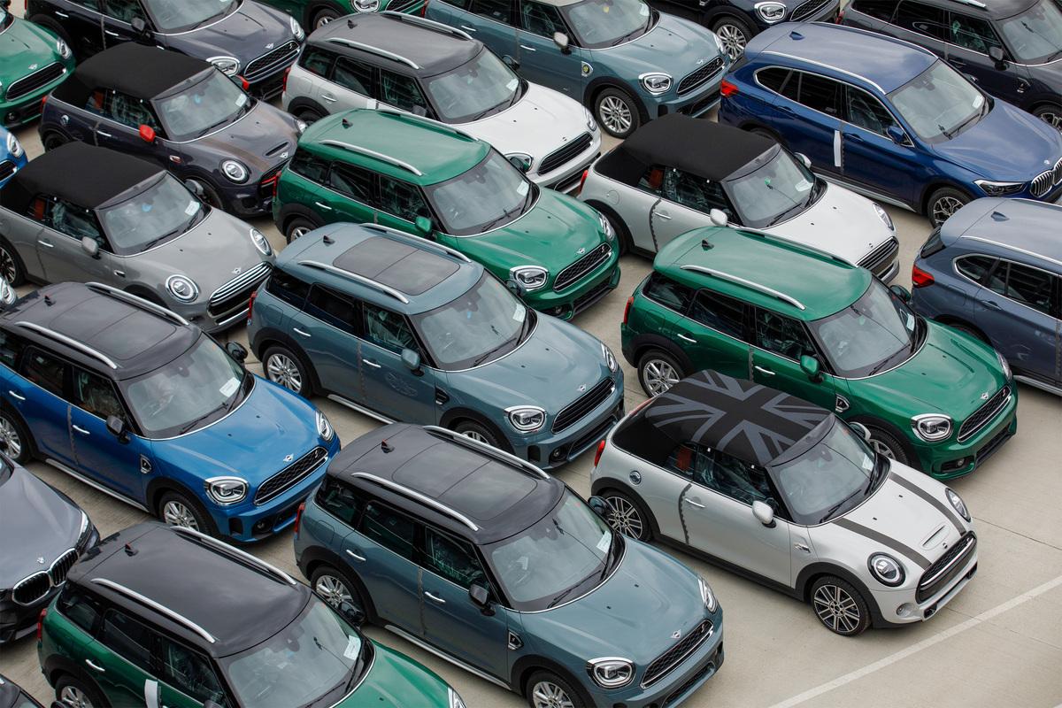 auto con barre sul tetto