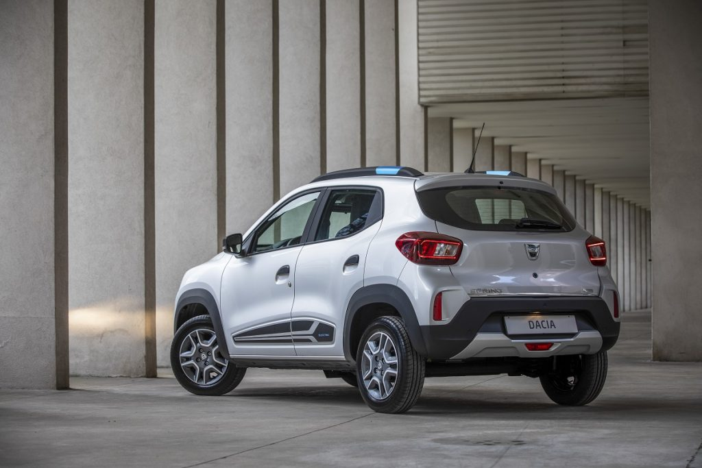 nuova Dacia Spring profilo posteriore