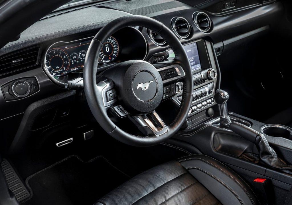 Ford-Mustang_Mach_1_interni