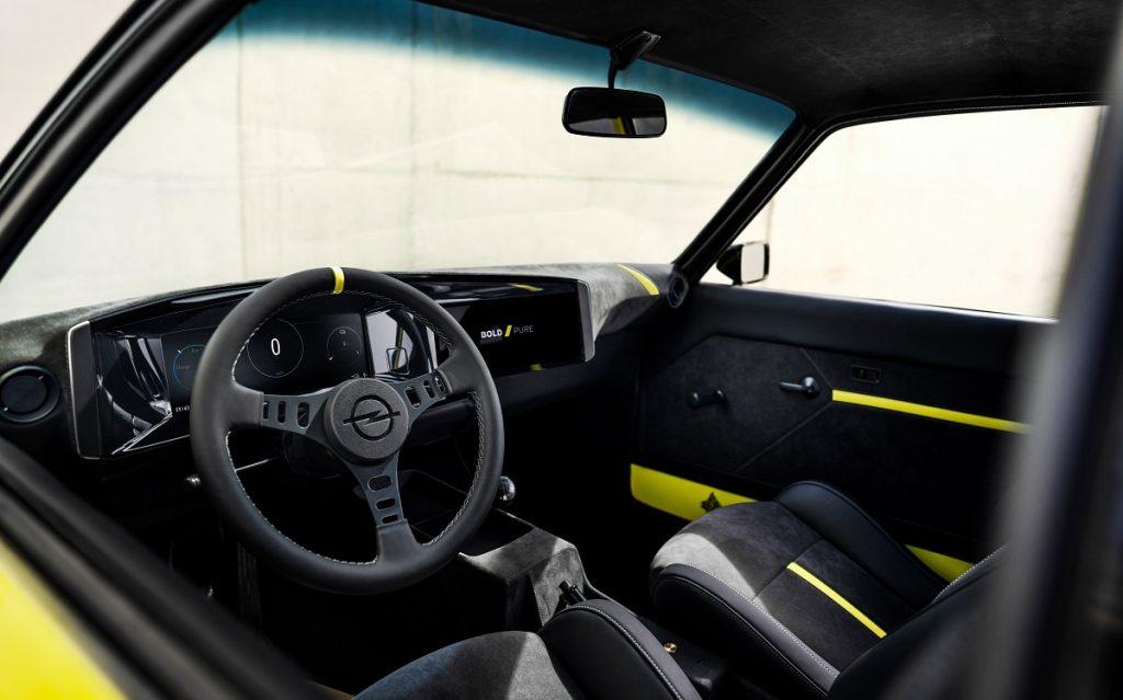 Opel Manta elettrica interni
