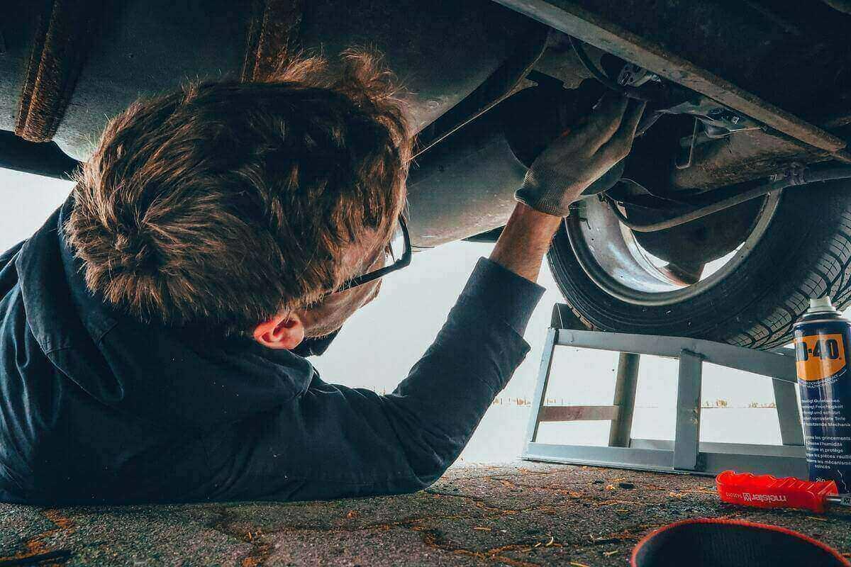 Auto, a causa della pandemia crollano le spese di manutenzione