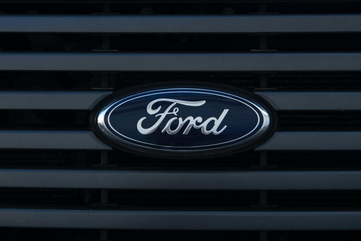 Ford punta su auto elettriche, veicoli commerciali e servizi