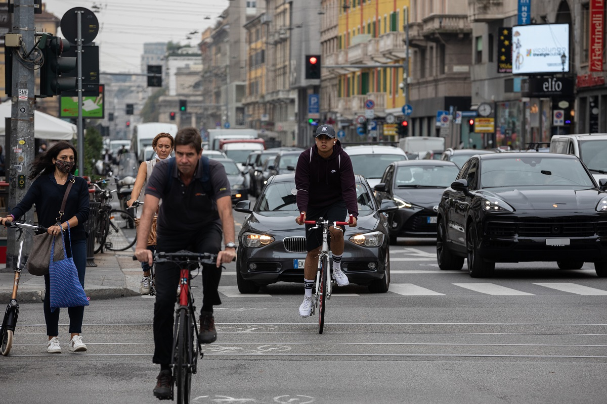 Fondazione Vinci Autoroutes: solo 3 italiani su 10 rispettano sempre il Codice della strada