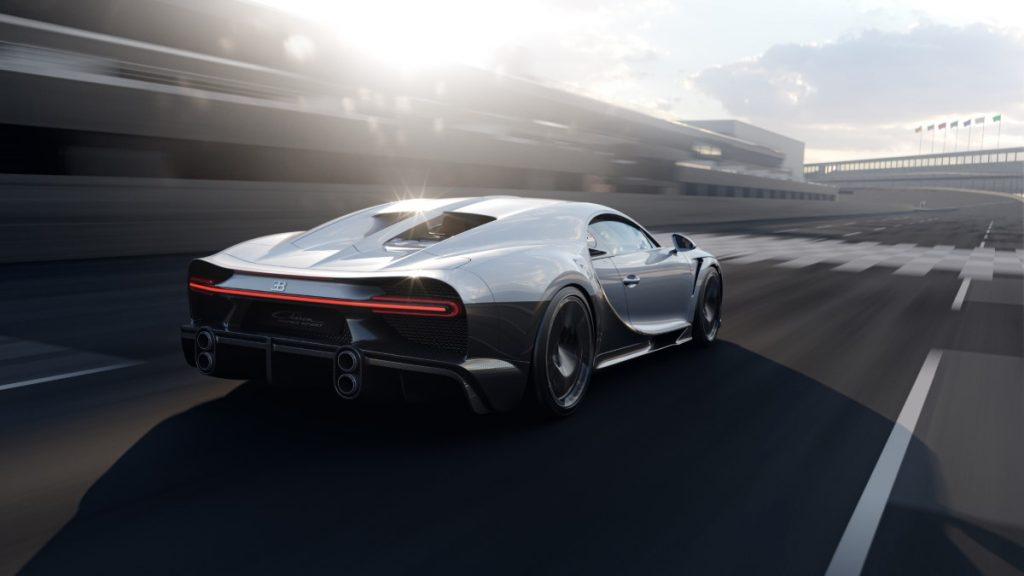 Bugatti Chiron Super Sport vista posteriore in pista