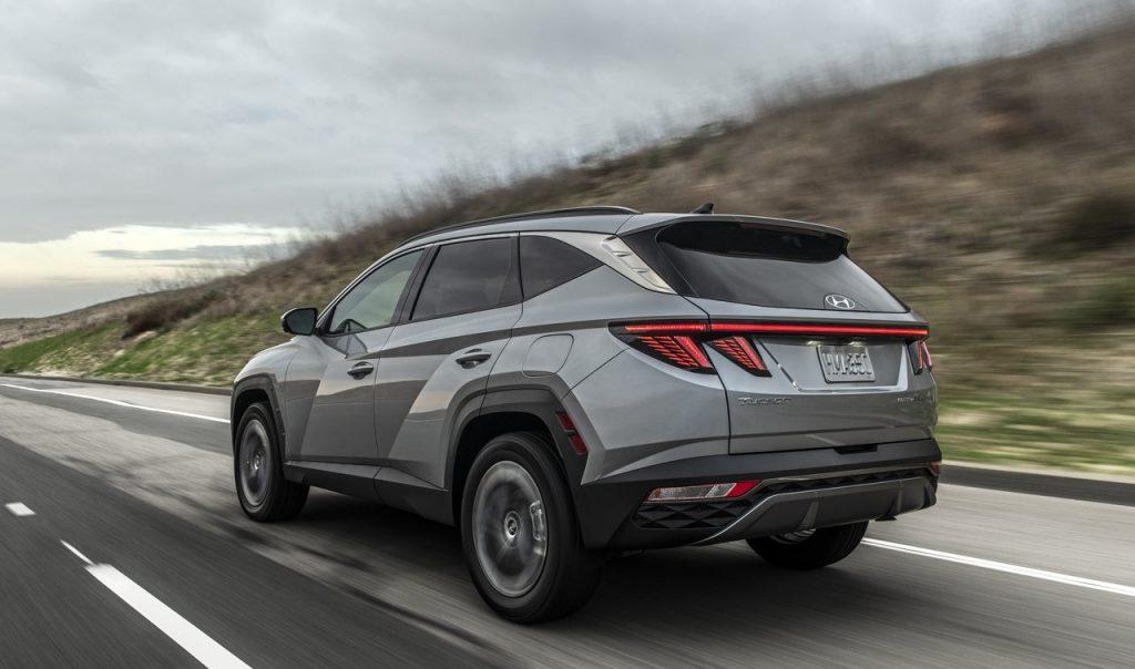 Hyundai-Tucson_Plug-in_Hybrid_in strada