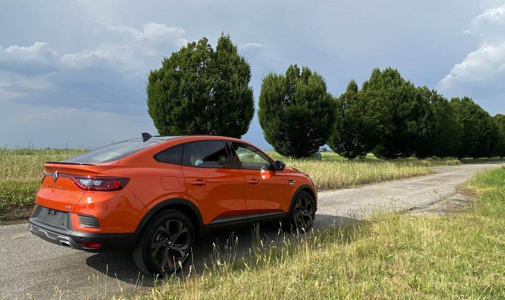 Renault Arkana E-TECH profilo