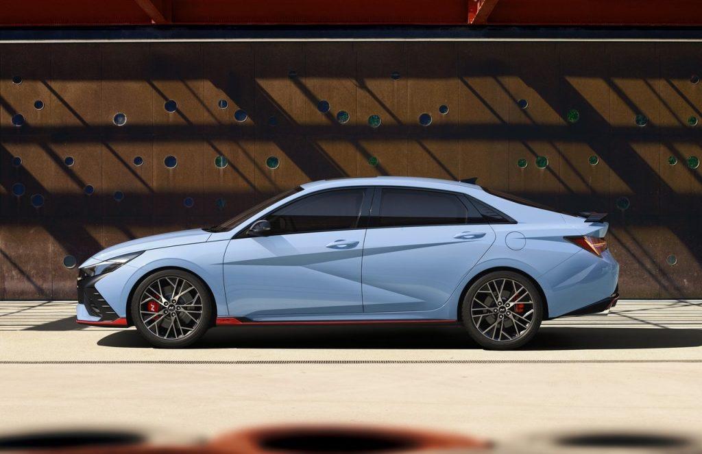 Hyundai-Elantra_N-profilo-laterale