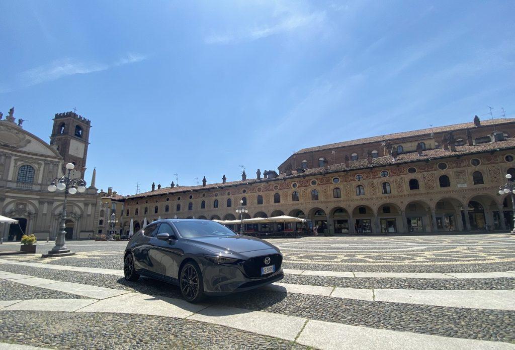 nuova Mazda 3 e-SkyActive X piazza Ducale