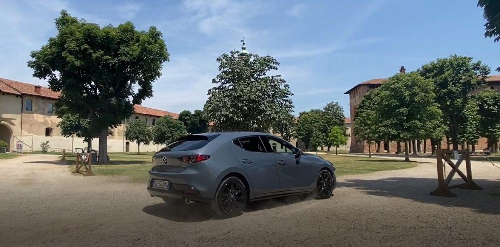 nuova Mazda 3 eSkyactive X in strada