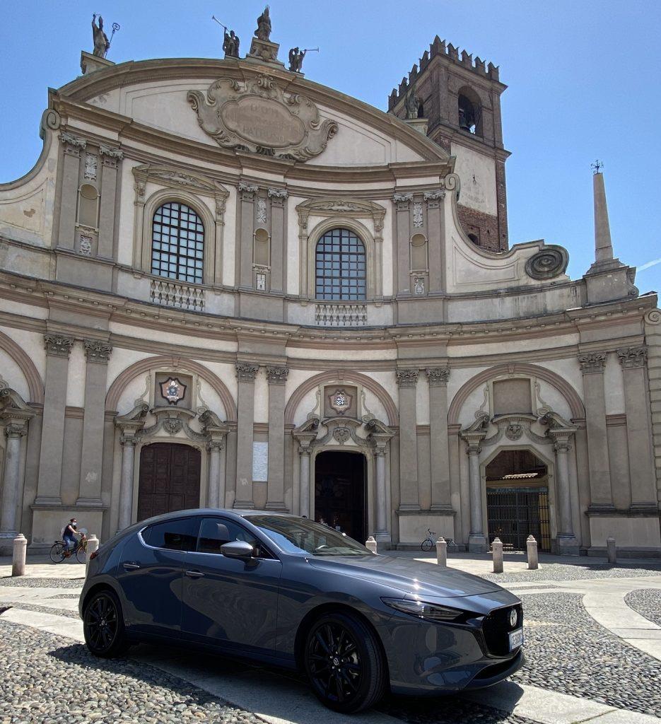nuova Mazda in piazza Ducale a Vigevano