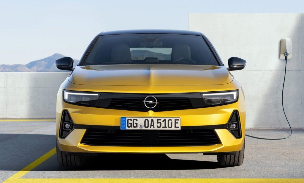nuova Opel Astra è ibrida plug-in