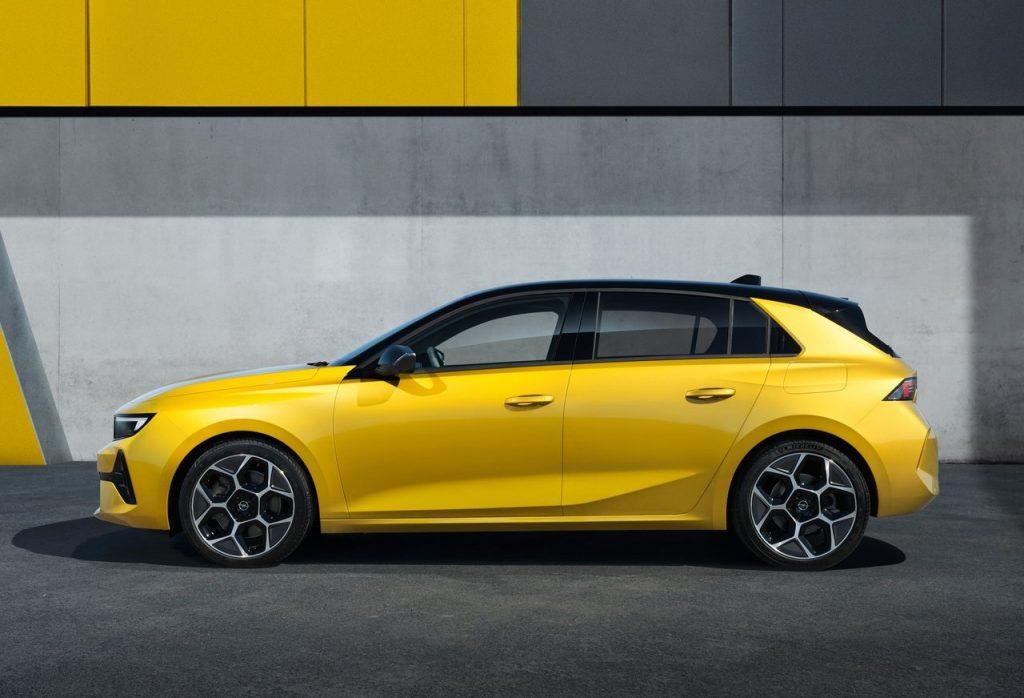 nuova Opel Astra profilo laterale