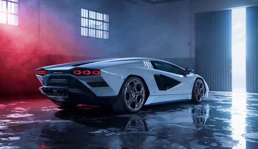 Lamborghini-Countach_LPI_800-4-profilo-posteriore