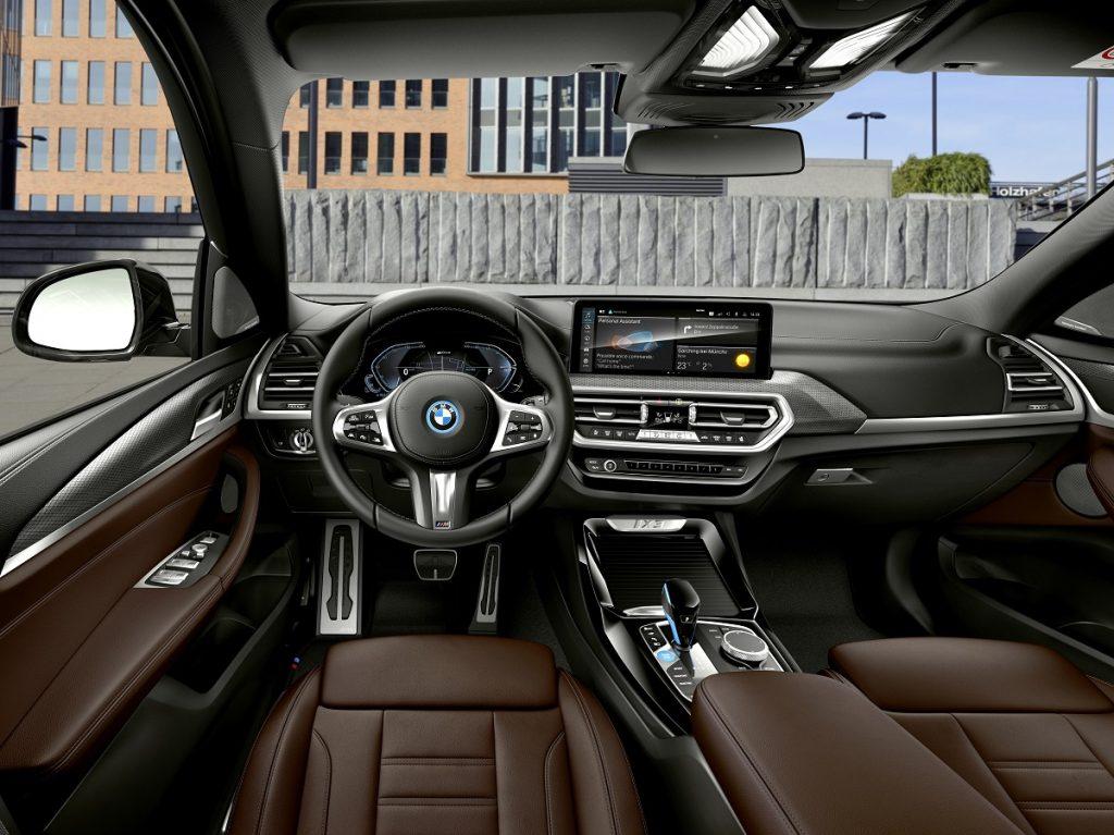 nuova BMW iX3 interni