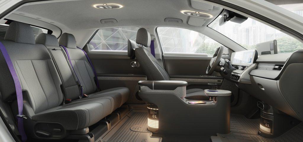 Hyundai IONIQ 5 robotaxi interni
