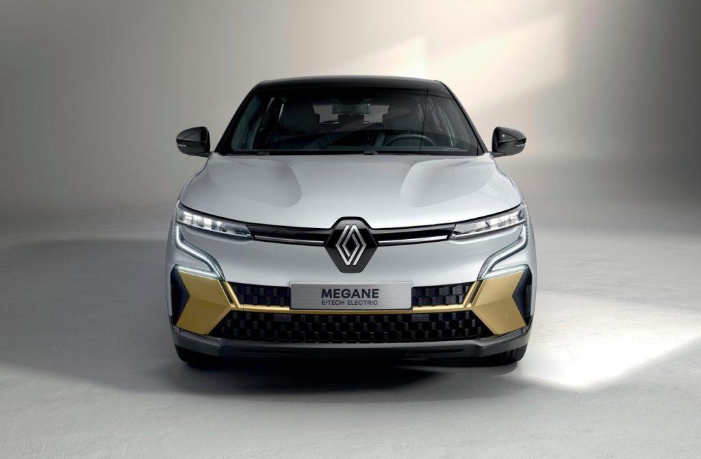 Renault-Megane-E-Tech-2022-anteriore