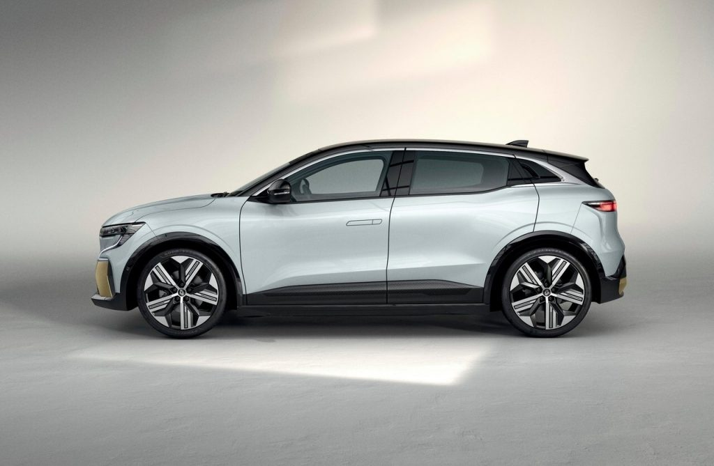 Renault-Megane-E-Tech-2022-profilo