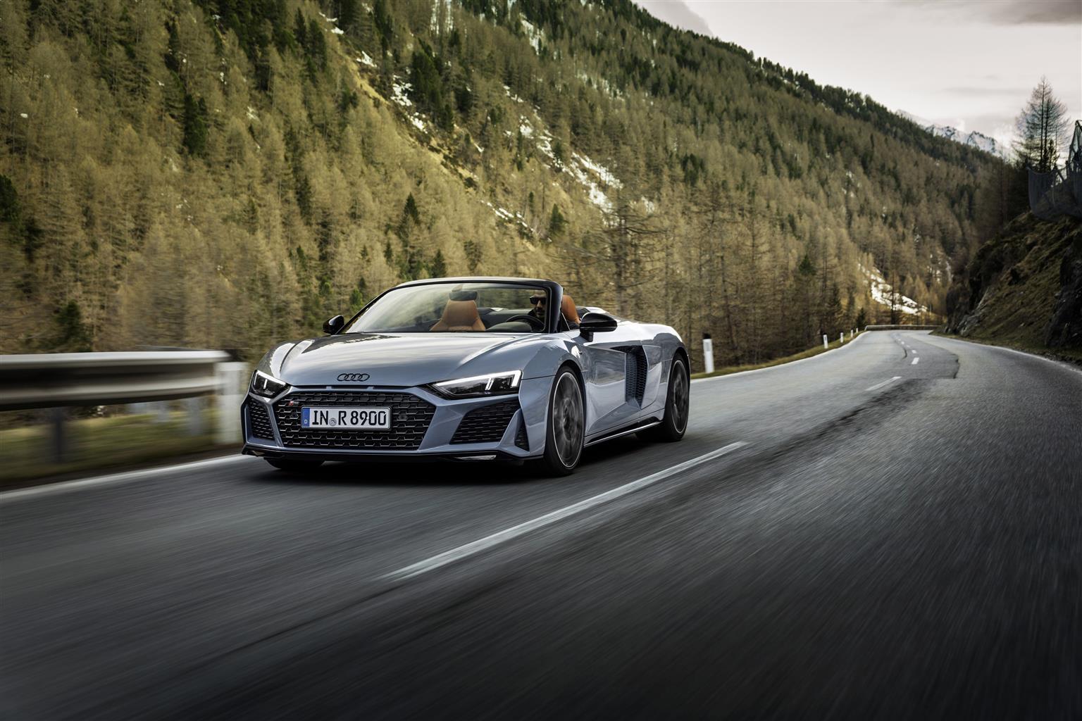 Audi R8 V10 performance RWD in strada