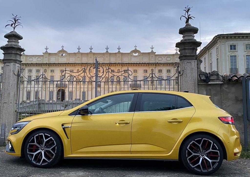 Renault Megane R.S. Trophy giallo Sirio