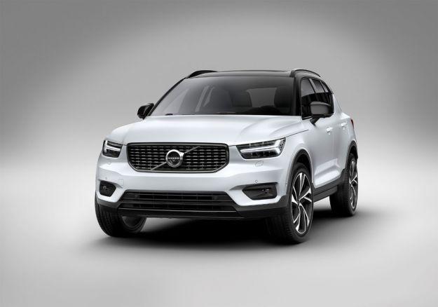 """Volvo XC40, uscita, scheda tecnica e prezzi: presentato ufficialmente a Milano il """"piccolo"""" SUV svedese [FOTO]"""