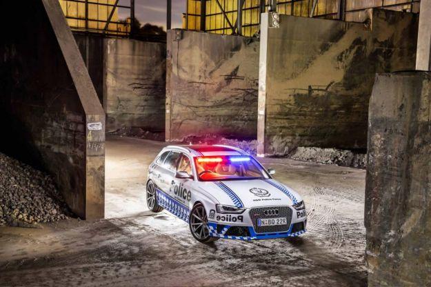 Audi RS4 Avant della polizia: motore da 450 CV al servizio della legge [FOTO]