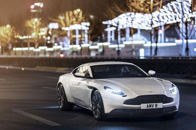 Aston Martin DB11, motore V8 twin-turbo accanto al V12: prestazioni e scheda tecnica [FOTO]
