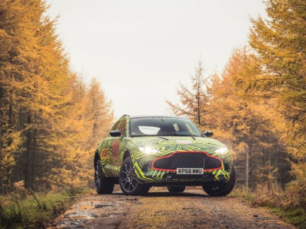 Aston Martin DBX muletto