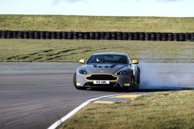 Aston Martin V12 Vantage S con cambio manuale [FOTO]