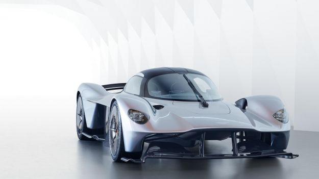 Aston Martin Valkyrie: interni, scheda tecnica e prestazioni attese [FOTO]