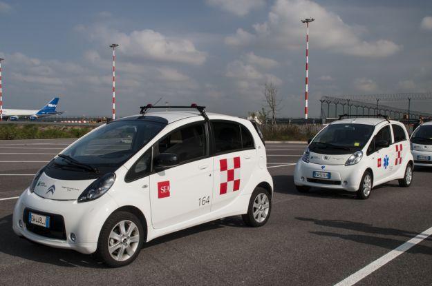 Auto elettriche Peugeot Citroën: un giro con la flotta di Malpensa [FOTO]