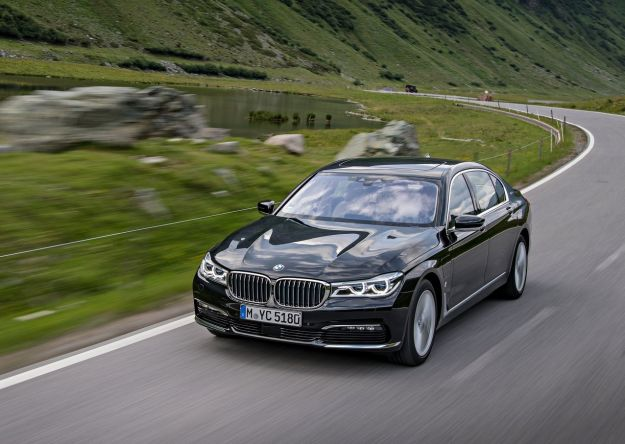 BMW 740e iPerformance, la plug-in ibrida in tutte le salse: scheda tecnica [FOTO]