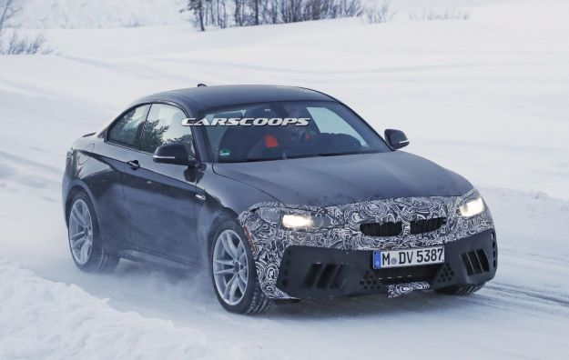 BMW M2 CS 2018, foto spia: edizione limitata e potenza oltre i 400 cavalli [FOTO]